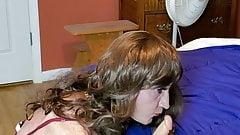 Bobbie practicing head with a dildo