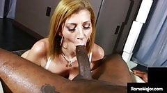 Грязная сперма милфа Sara Jay спускается с большого черного члена Rome Major!