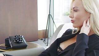 step mom step sister , elsa enjoys anal with kayden's boy-to