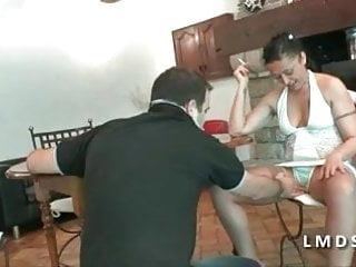 Ange gorge porn Gorge profonde pour un bonne milf dans la maison du sexe