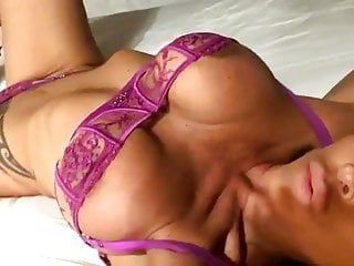 Brunnete milf with facila come Sexy brunnete milf in lingerie