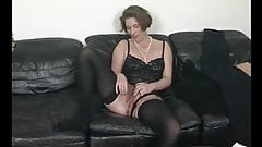 Sexy German Mom Posing on Cam