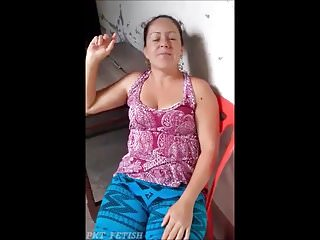 Flashing pussy in supermaker Latin woman - flashing pussy
