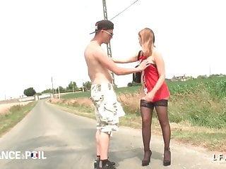 Teen bording Petite pute francaise defoncee au bord de la route