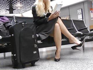 Teen girl legs heels Candid sexy legs heels dangling in airport