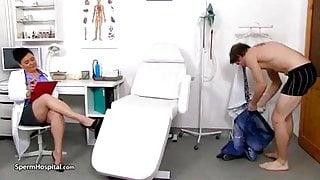 Mlodszy u lekarki