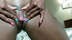 Black Woman Show her GIANT CLIT !!