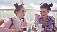 Trio de jeunes petits seins - Alita et Molly
