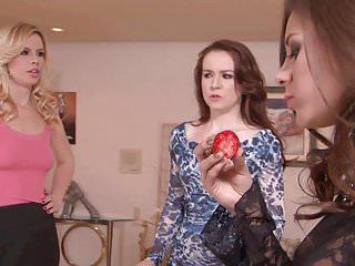 Madrasser s ljes latex Playful ebony shoves her fingers into asian girls pussy