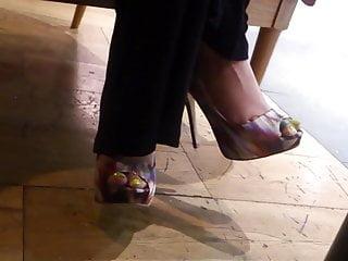 Restaurant sexy - Sexy feet in restaurant