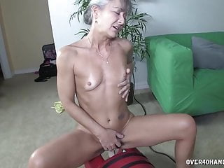 Clitlicker sex toy Grannys sex toy