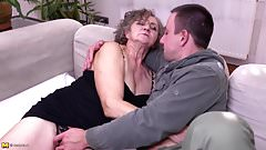 Mature.nl Granny and mom wants some love