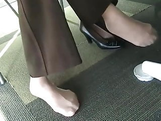 Sexy nylon lingrie - Candid sexy nylon feet at college library with face