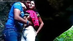Indiana faculdade menina fodido ao ar livre por namorado