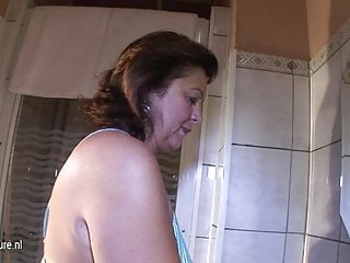 Mature cunt slapping - Amateur mature cunt playing with her pussy