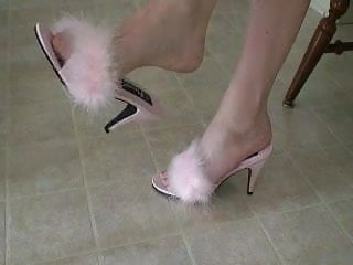Vintage slippers Shes dangling pink marabou slippers