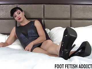 I love having sex with latinas I love that you have a foot fetish