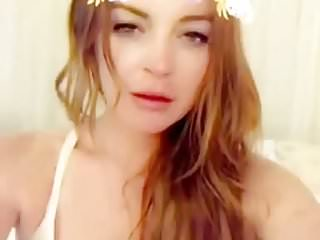 Lindsay lohan goes naked for new york magazine - Lindsay lohan cleavage vid