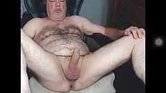 Papai urso quer um pau grande encher sua bunda