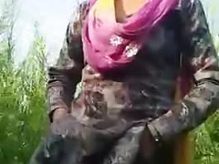 Nanga naked - Desi beautiful punjabi kudi khet me nanga