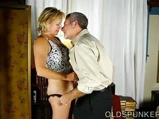 Sexy big tit granny - Very sexy mature babe is a super hot fuck