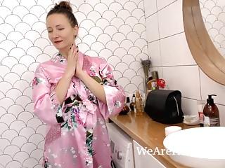 Shemale fucks sol Solena sol enjoys a sexy bath and masturbates