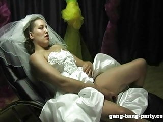 Bride to be facial - Bride get facial from the entire wedding party