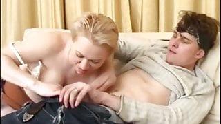 Moden Kvinde & 2 Unge Fyre (15 Russian Porn & Danish Title)