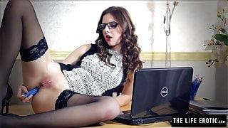 Sexy school teacher pushes pencils up her ass until she cums