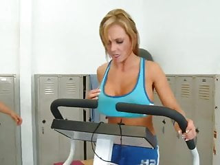 Strong women fucking in the gym - Nikki sexx fucking in the gym