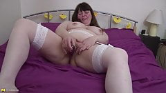 Ugly mature mother with hungry cunt