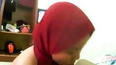 Tudung merah menyedut