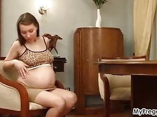 Teen celeb bares all - Pregnant anya bares it all