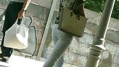 Reife Lady sehr sexy in der weissen Jeans