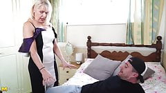 Горячая бабушка изучает новые позы секса от паренька