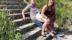 Babe Bitch mit sexy Arschfick im Freien