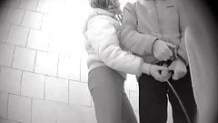 Рука помощи в общественном мужском туалете