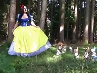 Nude snow white midgets Snow white blowjob and facial by cezar73