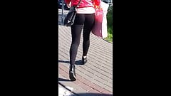 #52 Woman with nice ass in leggings