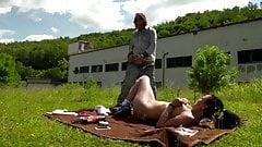 Deutsches Teen Pearlin im Garten gefickt