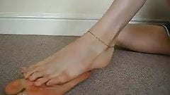 MILF shows off her long sexy feet and juicy toes