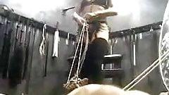 Cock and Ball Torture - schreiender männlicher Sklave