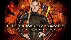 Юная блондинка-блондинка Katniss исполняет ее фантазийную пародийную игру с голодом