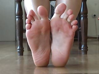 Embeded hair in bottom of foot Foot fetish in the mirror - showing the bottom of my soles