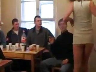 Drunk sex orgies com Barbara safadona com varios moleques na festinha