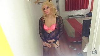 Cd in black lace cums in motel