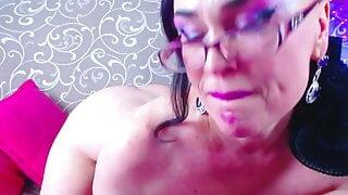 Mature slut fucking and sucking big dildo on webcam