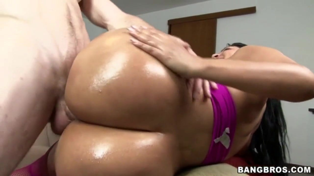 Watch this big butt colombian soak her panties in squirt
