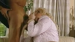 Kirsten Halborg и Elvis газонокосилка