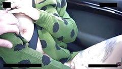 Freundin wird wahrend einer Fahrt durch nackt gehanselt